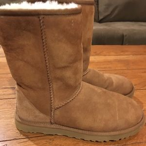 AUTHENTIC UGG BOOTS TAN size 6